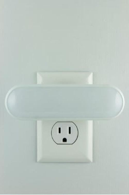 GE Triple Switch Soft White Bar Night Light Hall
